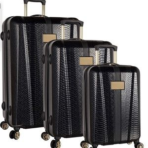 Gorgeous Vince Camuto 3 piece spinner luggage.